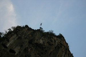 Base jmper on Thai cliff